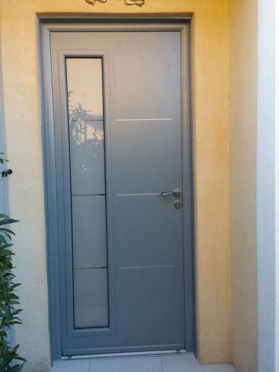 APS Menuiserie - Fourniture et pose d'une porte d'entrée en PVC à Cannes
