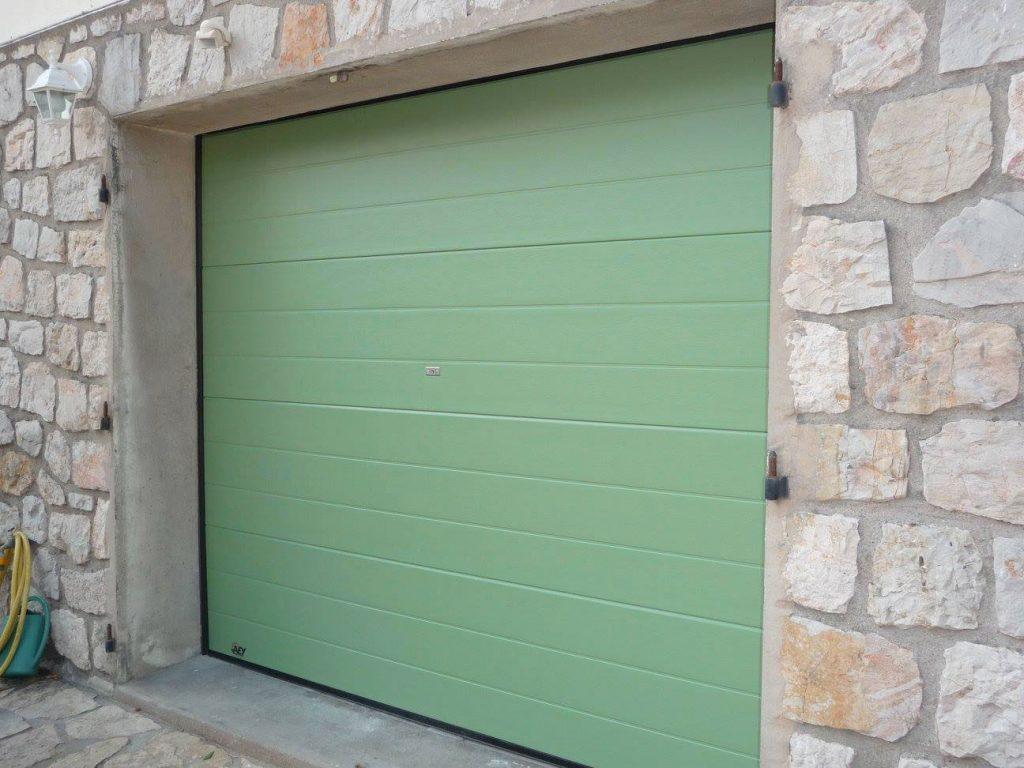APS Menuiserie - Fourniture et pose de porte de garage basculante à Cannes